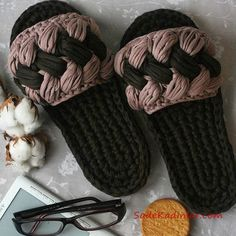 2019 Combed Yarn Slippers Models Black and Brown Hair … Crochet Sandals, Crochet Shoes, Crochet Slippers, Crochet Chart, Easy Crochet, Knit Crochet, Crochet Slipper Pattern, Crochet Patterns, Bralette Pattern