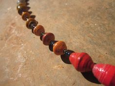 Dark red to white paper beaded necklace from by MyScarfBoutique
