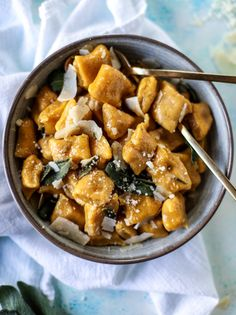 pumpkin ricotta gnocchi with vanilla brown butter I howsweeteats.com #sponsored by @rodellevanilla