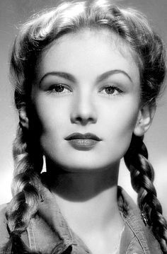 Veronica Lake in So Proudly We Hail, 1943