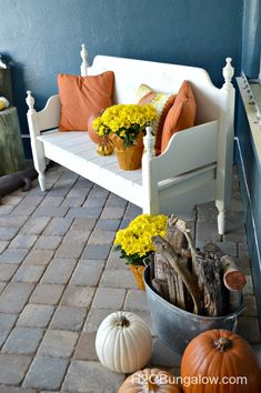 Fall Front Porch Ideas and a a fall tour of 19 fabulous bloggers who share their fall decor decorating ideas. H2OBungalow.com