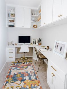 The Only Way to Maximize Your Small Office Space is Up - House - Home Office Tiny Home Office, Small Office Design, Small Home Offices, Small Space Office, Small Room Design, Home Office Design, Office Designs, Ikea Small Spaces, Shared Office Spaces