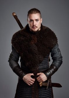 Alexander Dreymon as Uthred in The Last Kingdom Season 3 Uhtred Von Bebbanburg, Beautiful Men, Beautiful People, Alexander Dreymon, The Last Kingdom, Movie Costumes, Animes Wallpapers, Costume Design, Basketball