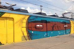 Os Gemeos train in Rio de Janeiro (LP)