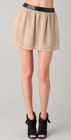 Kelly Wearstler numa basket weave skirt