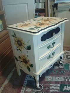 sunflower dresser- imagine a house filled with sunflowers? Home Decor Wall Art, Diy Home Decor, Room Decor, Painted Chairs, Painted Furniture, Porch Decorating, Decorating Your Home, Furniture Making, Diy Furniture