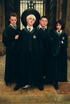 Gregory Goyle, Draco Malfoy, Vincent Crabbe & Pansy Parkinson (Harry Potter and the Prisoner of Azkaban) Draco Harry Potter, Harry Potter Tumblr, Mode Harry Potter, Estilo Harry Potter, Theme Harry Potter, Harry Potter Pictures, Harry Potter Characters, Harry Potter Universal, Pansy Harry Potter