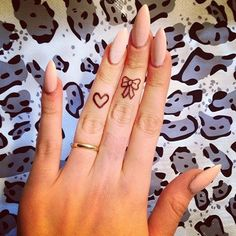 Love the nude nails! I would want mine a lot more round but still love these!