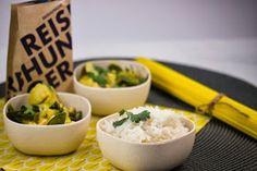 Vegetarisches Blumenkohl-Curry mit Zuckerschoten, Kokosmilch und Basmatireis