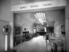 Barcelona 1945 Banys públics a Gràcia Places, Pool Shower, Barcelona City, Discos, Antique Photos, Pools, Cities, Scenery, Historia