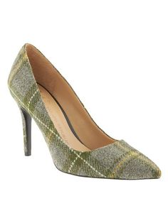 LOVE these Banana Republic wool plaid pumps!  SWOON.
