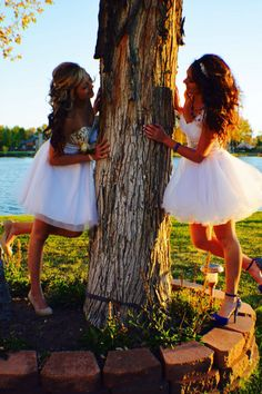 40 silly yet beautiful best friends picture ideas - 32 Best Friend Poses, Best Friend Pictures, Friend Photos, Homecoming Poses, Prom Poses, Best Friend Photography, Prom Photography, Photography Ideas, Prom Pictures
