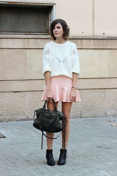 White sweater paired with peach mini skirt. Camille Over The Rainbow, Skirt Fashion, Fashion Outfits, Womens Fashion, Fashion Tips, Black Leather Boots, Leather Skirt, Style Minimaliste, Diy Mode