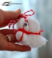 You just need some yarn to make this sweet little horse that looks a lot like amerigo, Sinterklaas' horse #yarn #kidscraft