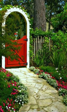 ana-rosa: CARMEL'S COTTAGE GARDENS- Stitching the garden together with small flowers and ground covers. (talesfromcarmel.com)