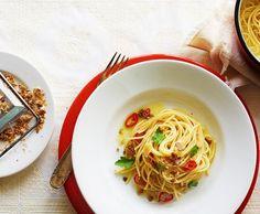 Spaghetti con la mollica Spaghetti, Gnocchi, Pasta, Ethnic Recipes, Food, Balsamic Vinegar, Italian Recipes, Italian Style Kitchens, Cooking Recipes