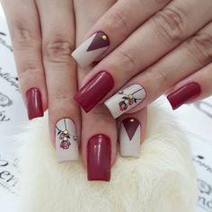 As unhas rosas são perfeitas para mulheres que gostam de completar o visual com uma unha decorada que realce sua feminilidade, e uma das melhores opções são as unhas rosas com flor que são super tendências. As unhas decoradas rosas com flor trazem um mix de dois detalhes adorados pelas mulheres que são: a cor…
