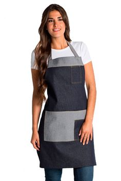 Con peto regulable mediante cinta con cierres, con un bolsillo en el pecho… Jeans Denim, Jeans Fit, Chef Dress, Pattern Making Books, Chef Apron, Work Uniforms, Sewing Patterns Girls, Sewing Aprons, Apron Designs