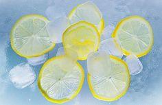 Наверняка вы знаете, что лимоны зарекомендовали себя как отличное средство против многих болезней. А замороженные лимоны приносят еще больше пользы.