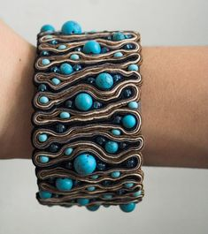 Another unusual use of soutache techniques, freeform really. Soutache Bracelet, Soutache Jewelry, Beaded Jewelry, Handmade Jewelry, Beaded Bracelets, Jewellery, Handmade Necklaces, Textile Jewelry, Fabric Jewelry