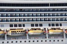 Después de los posts que hemos publicado sobre el tema de cruceros es posible que te hayas tentado con la idea de subirte a un barco para vivir...