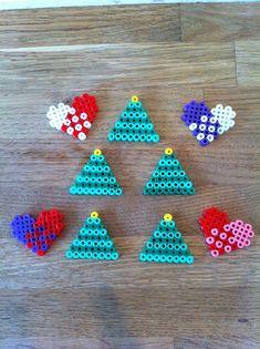 Bilderesultat for perler jul Perler Bead Designs, Christmas Countdown Crafts, Handmade Christmas, Christmas Crafts, Christmas Ornaments, Hamma Beads Ideas, Christmas Perler Beads, Reindeer Handprint, Diy And Crafts