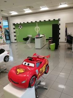 V Detskom kadenríctve len nasadnete do čarovného autíčka a nový účes je hotový.  #detskekadernictvo #kadernictvo #uces #novyuces #haircut #hairstyle #newhair #trnava #bratislava #strihamedeti #strihame #detskeucesy