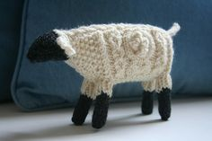 I know this is knit, but I think I could crochet this... cuteness