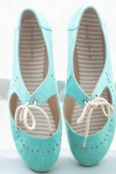 Pantone released their 2016 spring report including top 10 colors. They always make the prettiest color selections and today I will share you Limpet Blue Wedding Shoes, Wedding Colors, 2016 Trends, Shells, Baby Shoes, Slippers, Dance Shoes, Shoe Bag, Pantone