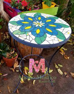 Mosaico realizado por Eugenia Paz! #mosaico #azulejos #mandalas #deco #home #colores #jardín #azulejos #mesa Ceramic Tile Art, Mosaic Art, Mosaic Glass, Stained Glass, Mosaic Furniture, Interior Design Living Room, Stone, Outdoor Decor, Table