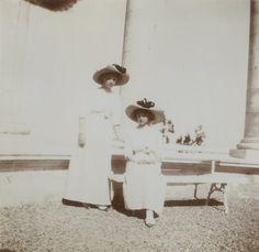 Olga and Tatiana in Oreanda, 1912