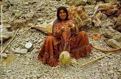 """A woman from the """"Fârsimedan"""" clan of the """"Qashqâi"""" tribe, spinning wool in """"Yeilâq"""" on the north of 'Sisakht"""", near """"Yâsuj', Kohkiluyeh-va-Boyer-Ahmad. Spinning Wool, Drop Spindle, Pictures Of People, Persian Rug, Crafts To Do, Rugs On Carpet, Iran, Fiber Art, Sheep"""