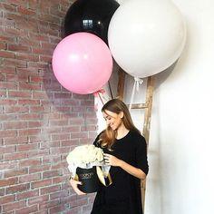 Просто, изящно и со вкусом, а что еще нужно для подарка? ______________________________ Большие шары на атласной ленте у нас по 650₽, с пушистыми хвостами кисточками 1300₽, а добавить конфетти внутрь большого шара +300₽