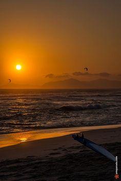 Entardecer na praia da Barra - Rio de Janeiro, Brasil.  #rj #riodejaneiro #barra…
