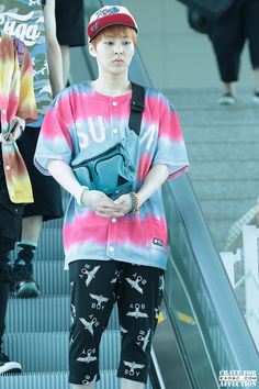 EXO Xiumin (minseok) and his cute airport fashion♤ Kim Joon, Kim Min Seok, Xiu Min, Kim Minseok Exo, Exo Xiumin, Solo Pics, Airport Style, Airport Fashion, Kpop Fashion