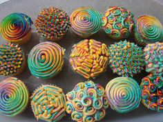 Today's cupcakes, courtesy of user karens2, feature a neon swirl design. All sorts of colors and shapes involved! I simply can't choose which one I like most. These have got to be one of my favorite cupcake creations yet, very fun. Though I wonder what the flavors are!