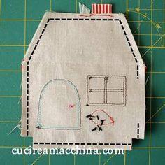 Un tutorial di Cucito Creativo su come cucire una casetta in stoffa con spiegazione passo passo, foto e download gratuito del cartamodello.