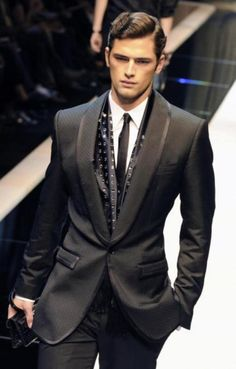 Love the tailored waist, and slim arm. Giorgio Armani suits, beautifully accentuate the masculine physique. Men's fashion, fashion for men by french_violet