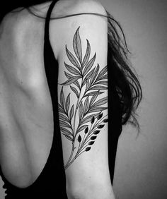 35 Plant Tattoo Ideas & Inspiration This is Def Photoshop, but I love the . - 35 Plant Tattoo Ideas & Inspiration This is Def Photoshop, but I love the placement This image has - Tattoo Girls, Girl Tattoos, Tricep Tattoos, Botanisches Tattoo, Samoan Tattoo, Tiny Tattoo, Tattoo Fonts, Tattoo Drawings, Tattoo Quotes