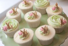 CUPCAKES! So elegant and cute! Perfect for Easter.