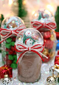 Snow Globe Mason Jars Gift #masonjarcraft #masonjar #christmas #christmascraft