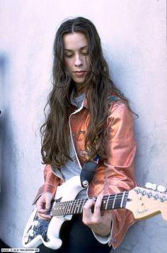 Alanis (Just don't piss her off! Female Guitarist, Female Singers, Rock Roll, Alanis Morissette, Women Of Rock, Guitar Girl, Women In Music, Nostalgia, Shows