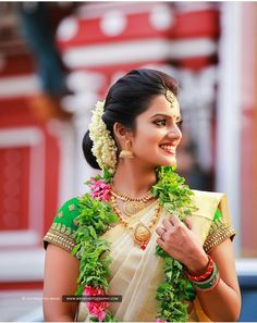 Kerala kasavu saree. South Indian bride. Traditional Indian jewellery.