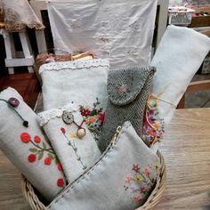#Embroidery#stitch#needlework  #프랑스자수#일산프랑스자수#자수#자수소품 #안경집,휴대용스텐드집,퀼팅실등 잡동사니 넣어둔 미니파우치..나의 가까이에 있는 아이들~~~