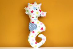 We have a lot of friends who are having babies and it can be hard to think of newborn gift ideas. This tutorial is for a cuddly seahorse rattle for babies.