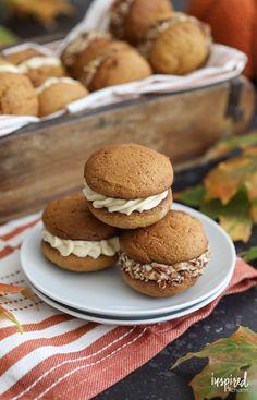 Soft Pumpkin Cookies, Pumpkin Whoopie Pies, Pumpkin Dessert, Woopie Pies, Savory Pumpkin Recipes, Baked Pumpkin, Baking Recipes, Cookie Recipes, Baking Ideas