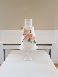 Modern rustic chic wedding cake by The Snowdrop Cakery