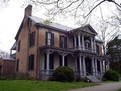 From log cabins to plantation mansions, there are many historical homes in the Nashville area. See where President Andrew Jackson called home. Southern Architecture, Revival Architecture, Beautiful Architecture, Beautiful Buildings, Architecture Details, Abandoned Castles, Abandoned Buildings, Abandoned Places, Haunted Places