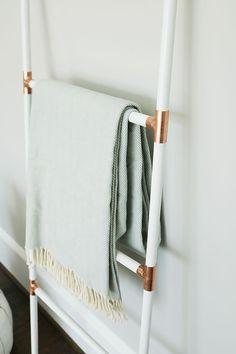 Home Improvement Organization Command Centers Blanket Rack, Blanket Storage, Diy Ladder, Diy Blanket Ladder, Design Blog, Blanket Latter, Copper Clothes Rail, Modern Blankets, Diy Cabinets