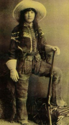 Cowgirl from the old west-- Many cowgirls and cowboys were Native peoples Vintage Cowgirl, Cowboy And Cowgirl, Cowgirl Jeans, Cowgirls, Westerns, Kings & Queens, Old West Photos, Indian Scout, Into The West